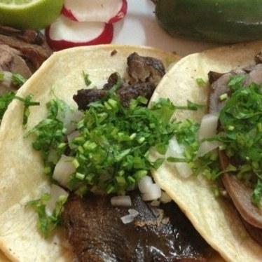 Tacos de lengua at Los Gallos
