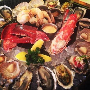 Taylor bay scallop, lobster, oysters, king crab, prawns at Leo's Oyster Bar