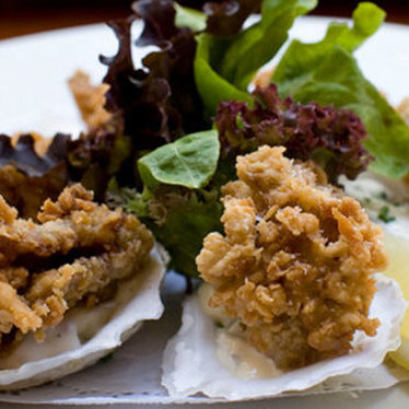 Fried oysters at Pearl Oyster Bar