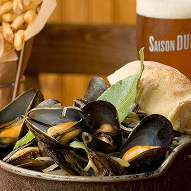 Mussels w/ frites at Hopleaf Bar