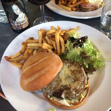 Burger and fries at Au Comptoir