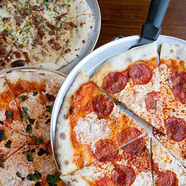 Wellfleet Cherrystone clam & bacon pizza at Area Four
