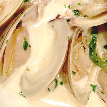 Little neck clams at Holeman & Finch Public House
