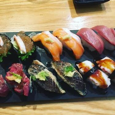 Nigiri sushi at Komé