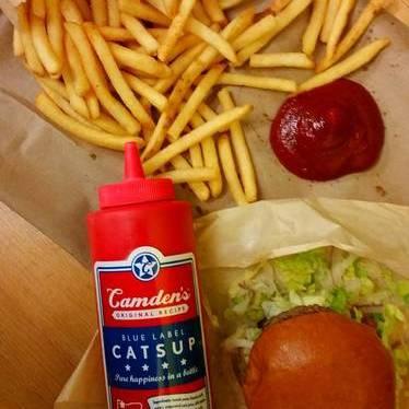 Truffle fries and cheeseburger at Little Big Burger