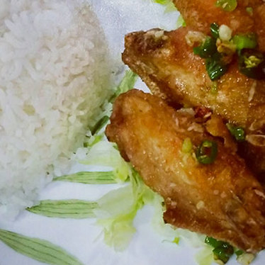 Fried chicken wings with spicy salt at Delicious Food Corner