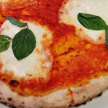 Margherita pizza at Osteria