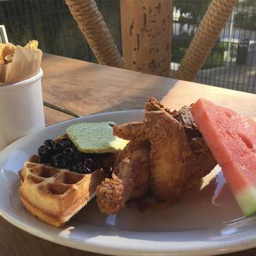 Fried Chicken Dinner, waffle with blueberry compote & jalapeño chips 🍗🍉🍻 at Brave Horse Tavern