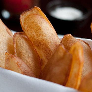 Pommes soufflé crisps at Luc