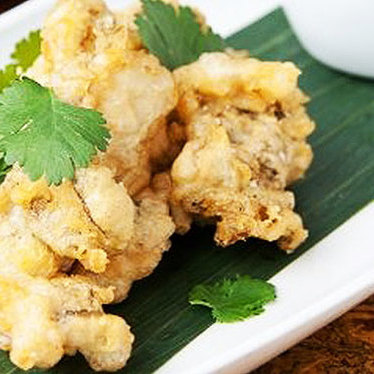 Crispy fried oysters at Maenam