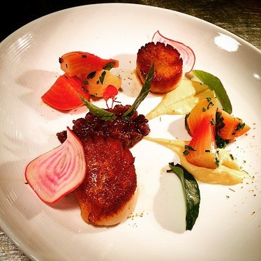 Seared scallops with fennel purée, fennel pollen, pear mostarda, and beets at Oak Steakhouse