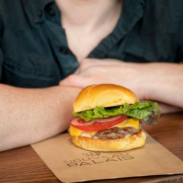 Burger fromage at Nouveau Palais
