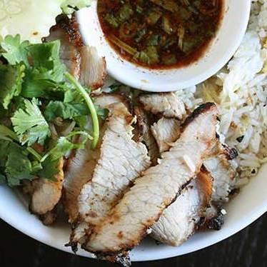 Kao pad kor moo yang at Sai Jai Thai