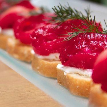 Salmon marinated in beets & vodka, crème fraîche at Anepalco