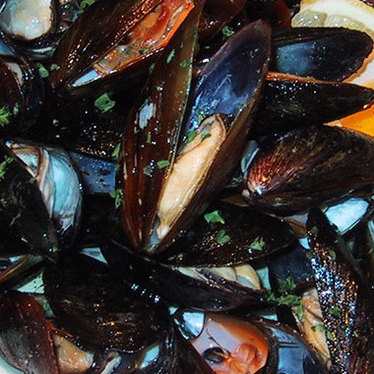 Smokey skillet roasted mussels at Franklin Cafe