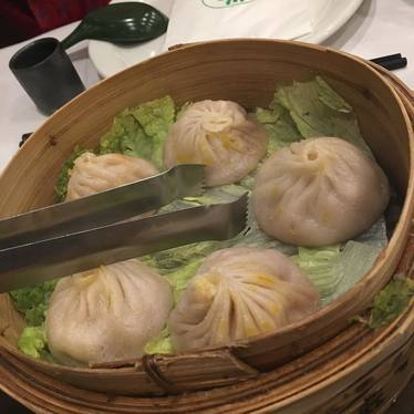 Soup dumplings at Joe's Shanghai 鹿嗚春