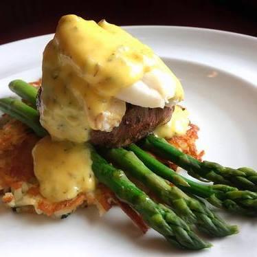 Prime steak with asparagus and Hollandaise sauce at John Howie Steak