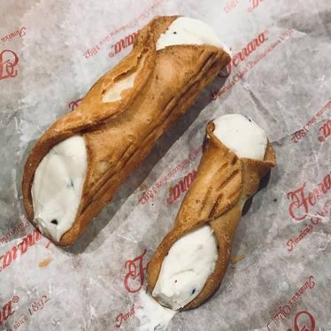 Cannoli at Ferrara Bakery