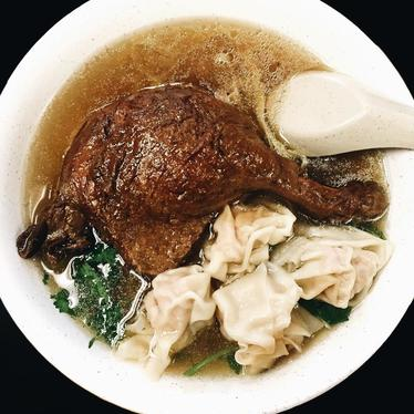 Braised duck leg soup with wontons at Hai Ky Mi Gia