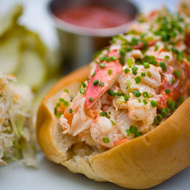 Maine lobster roll at B&G Oysters